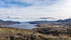 Kamloops湖在不列颠哥伦比亚省的内部地区 免版税库存图片