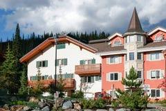 KAMLOOPS BRITT COLUMBIA/CANADA - AUGUSTI 11: Nya lägenheter a Arkivbild