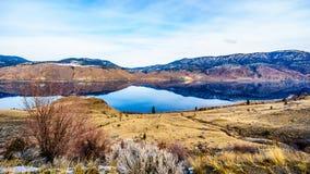 Kamloops sjö, som är en mycket bred del av Thompson River, på en kall vinterdag Royaltyfri Bild