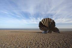 'Kamm-Muschel-' Skulptur durch Maggie Hambling auf Aldeburgh-Strand, Suffo lizenzfreies stockfoto