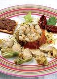 Kamm-Muschel- und Artischockenteller Stockbild