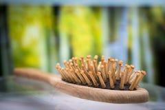 Kammbürste mit dem verlorenen Haar Stockbild