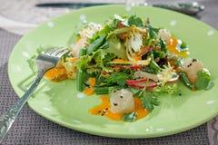 Kammmuschelsalat mit grünen Bohnen Stockfoto