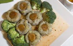 Kammosselen met Broccoli Stock Fotografie