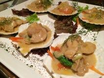 Kammusslor i foiegrassås, fransk kokkonst i Shanghai Royaltyfri Fotografi