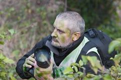 kamouflerad fotografvegetation kriger Arkivfoto