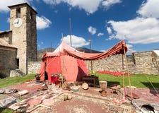 Kamp binnen het kasteel stock afbeeldingen