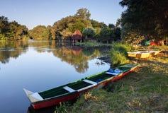 Kamp dichtbij rivier kleine Donau Royalty-vrije Stock Foto