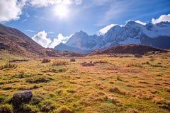 Kamp onder MT MaKaLu in Tibet Royalty-vrije Stock Foto