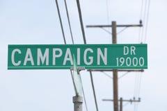 Kampagnen-Antriebsstraßenschild, CSU- Dominguez Hügel, Los Angeles, CA Stockfotografie