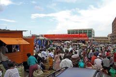 Kampala jedzenia rynku kupujący Fotografia Stock