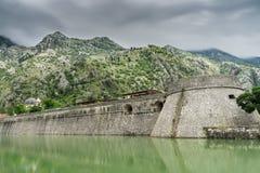 Kampana torn och citadell med den Skurda floden och bergen Royaltyfria Foton