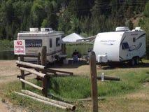 Kampeerauto's die een teken in Idaho niet gehoorzamen Royalty-vrije Stock Foto