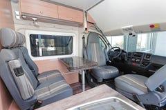 Kampeerautobestelwagen Royalty-vrije Stock Afbeeldingen