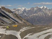 Kampeerterrein in de bergen Stock Afbeelding