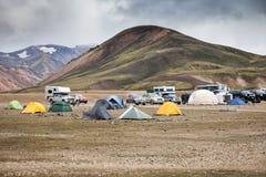 Kampeerterrein in Landmannalaugar, IJsland Royalty-vrije Stock Foto's