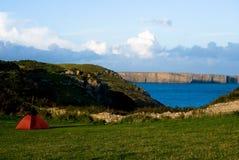 Kampeerterrein in Pembrokeshire Stock Foto's