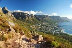 Kampenbaai en Twaalf Apostelen. Cape Town, Westelijke Kaap, Zuid-Afrika Royalty-vrije Stock Foto