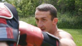 Kamper utan regel-blandad kampsportutbildning stock video