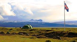 Kamperend dichtbij Hvitarnes-hut, IJsland stock afbeelding