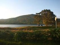 Kamperend op Loch, het Westenhooglanden, Schotland stock foto