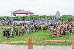 Kampf der Barbaren mit der römischen leichten Infanterie Festival ` Zeiten und Epochen stockbilder