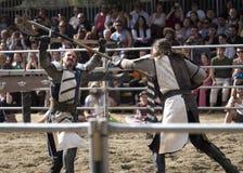 Kampf zwischen zwei Rittern Stockfotos