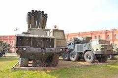 Kampffahrzeug 9A52 300-Millimeter-mehrfache Raketenwerfer Smerch 9K58 Lizenzfreies Stockfoto