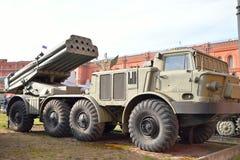 Kampffahrzeug 9A52 300-Millimeter-mehrfache Raketenwerfer Smerch 9K58 Stockfotos