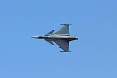 Kampfflugzeug auf der Luft Stockfotos
