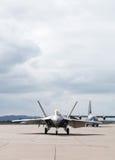 Kampfflugzeug betriebsbereit sich zu entfernen Stockfoto
