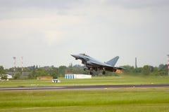 Kampfflugzeug, das weg aking ist Stockfoto