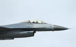 Kampfflugzeug F-16-Falke im airshow Stockfotografie