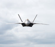 Kampfflugzeug-Kopftext in Richtung zur Kamera lizenzfreie stockbilder