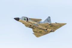 Kampfflugzeug SAABS 37 Viggen fliegen vorbei Stockbild