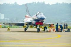 Kampfflugzeuge auf dem Asphalt stockfotografie