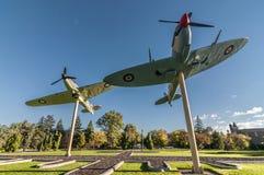 Kampfflugzeuge auf einem Stock Lizenzfreie Stockfotografie