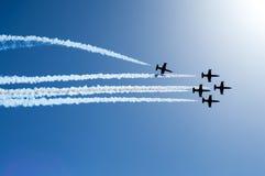 Kampfflugzeuge, die in Bildung fliegen Stockfotografie