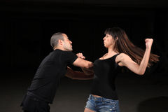 Kampfkunstfrauausbilder lizenzfreies stockbild