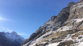 Kampfturm Republik Cabardino Balkaria, Russland Überwachender Schnee der Frau deckte Berge ab