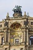 Kampfwagen auf Operngebäude - Dresden, Deutschland Lizenzfreies Stockfoto