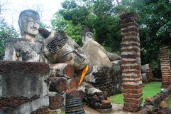 Zona storica di Arunyik del parco di Kamphaeng Phet, Buddha adagiantesi (Phra non) Immagini Stock