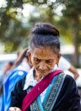 KAMPHAENGPHET,泰国- 2014 1月01日,所有族群在非常穷的泰国,但是有美好的文化,这个老Hmong部落 免版税库存照片