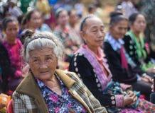 KAMPHAENGPHET,泰国- 2014 1月01日,所有族群在非常穷的泰国,但是有美好的文化,这个老Hmong部落 库存图片