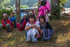 KAMPHAENGPHET,泰国- 2014 1月08日,所有族群在非常穷的泰国,但是有美好的文化,这些孩子` s 免版税库存图片