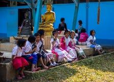 KAMPHAENGPHET, TAILANDIA - 8 de enero de 2014 todo el grupo étnico en Tailandia muy pobre pero tiene cultura hermosa, ` s de esto imagenes de archivo