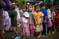 KAMPHAENGPHET, TAJLANDIA - Styczeń 08, 2014 Wszystkie grupa etnicza w Tajlandia prawdziwej biedzie ale piękną kulturę, Te dzieci  Zdjęcie Royalty Free