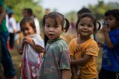 KAMPHAENGPHET, TAJLANDIA - Styczeń 08, 2014 Wszystkie grupa etnicza w Tajlandia prawdziwej biedzie ale piękną kulturę, Te dzieci  Fotografia Stock
