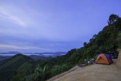Kampieren auf dem Hügel an Gipfel Phu Tathan Stockfotos