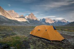 Kampieren 1 auf dem Weg zu Mt-Thor, Nunavut, Kanada stockfotos